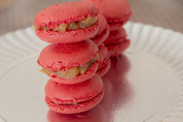 Macarons salted caramel and pink lady apple