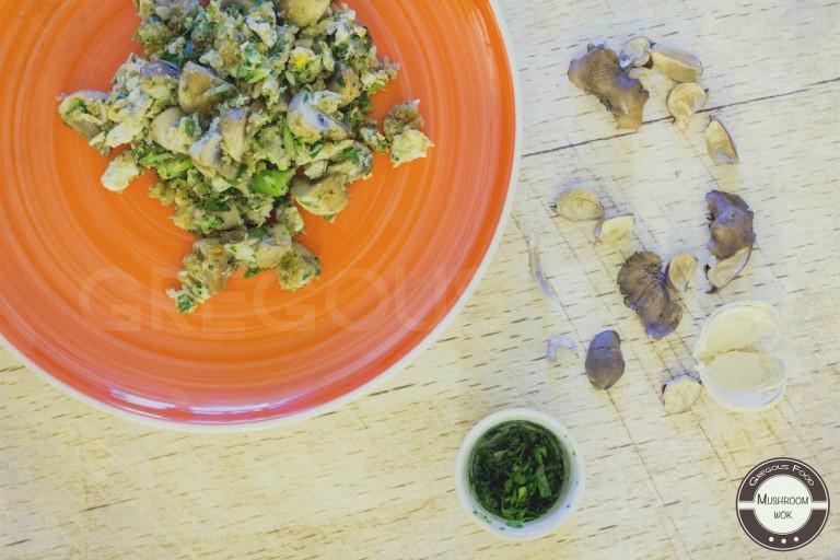 Mushrooms, broccoli & quinoa wok
